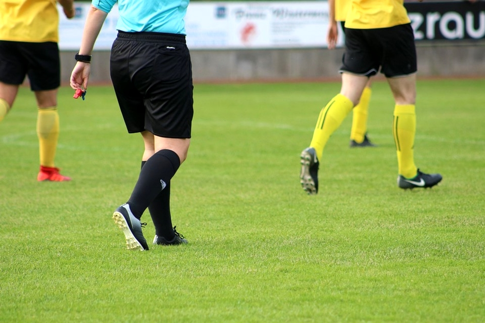 Calcio: arbitrare senza infortuni